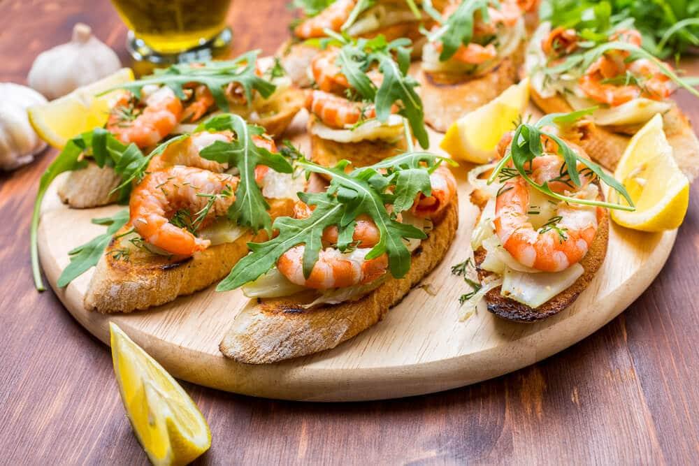 Bruschettas De Crevettes Avec Salade De Fenouil Citronné