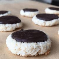 Macarons à La Noix De Coco Enrobés De Chocolat