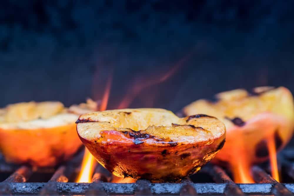 Salade De Pêches Grillées, Poulet Et Feta