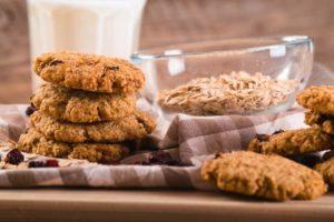 Biscuits aux raisins, flocons d'avoine et lait d'amande