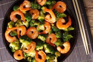 Omelette aux crevettes et brocolis