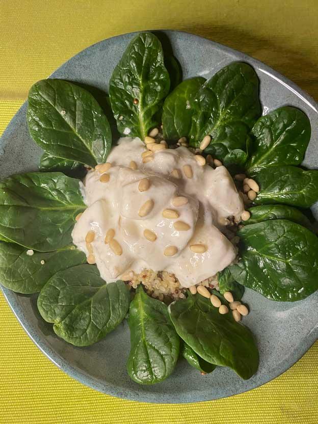 Quinoa aux pousses d'épinards et yaourt grec
