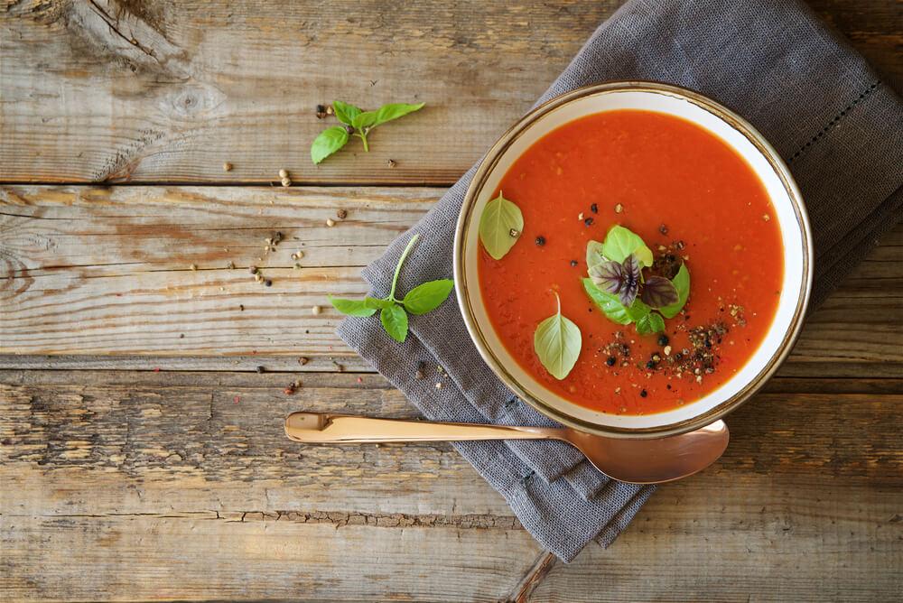Soupe Aux Tomates, Abricots Et Basilic