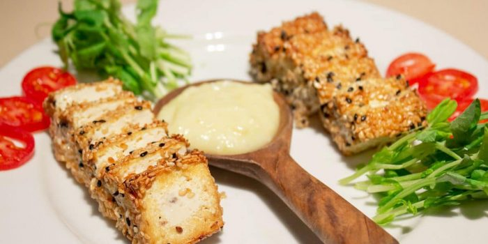 Tofu Grillé Au Sésame, Sauce Cacahuètes